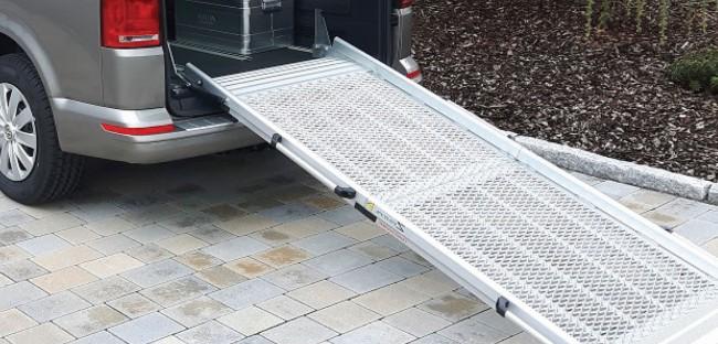 Rampe en aluminium aménagement de transfert véhicule TPMR chargement du fauteuil roulant Handi Equipement