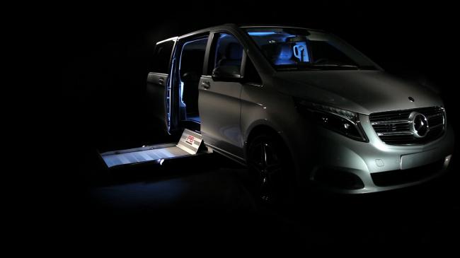 Hayon sous plancher extérieur F6 aménagement de transfert véhicule TPMR chargement du fauteuil roulant Handi Equipement